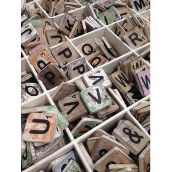Scrabbleletters 6 x 6 cm hout